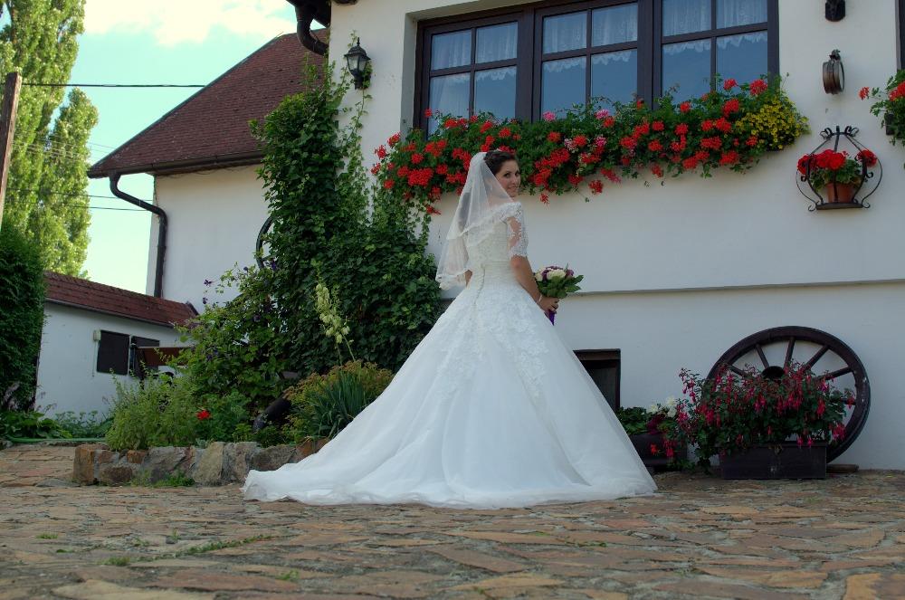4d144099a496 Všichni byli z mých šatů unešeni  ) Tady zasílám pár fotografií z naší  svatby